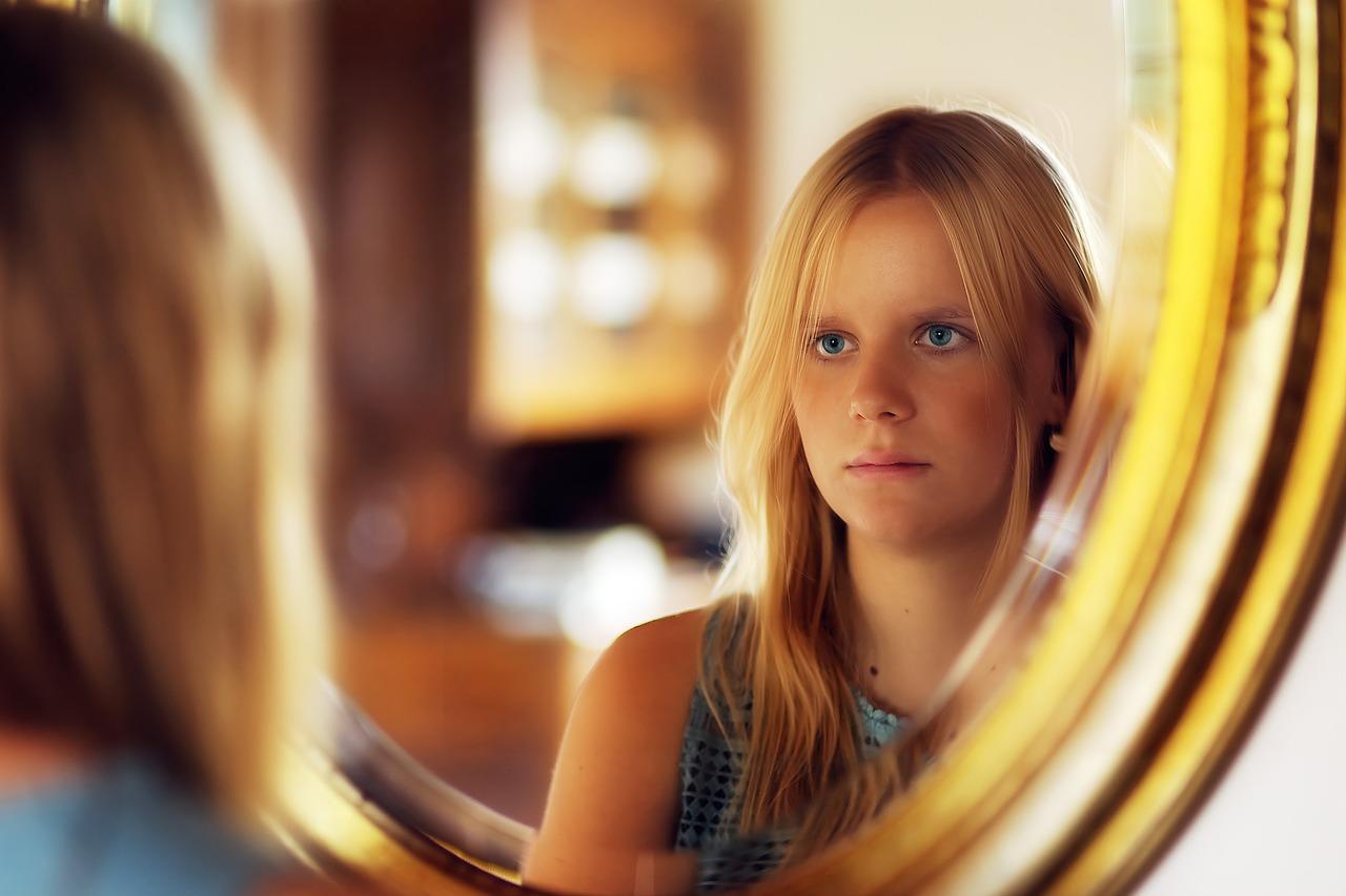הרגע שבו חשבתי לשקר לבת הזוג שלי לגבי ההתנסויות שלי עם נשים אחרות.